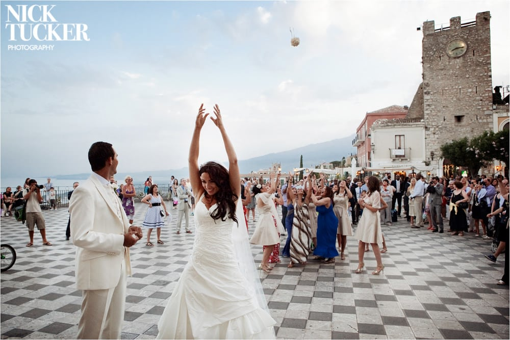 throwing the bouquet taormina square