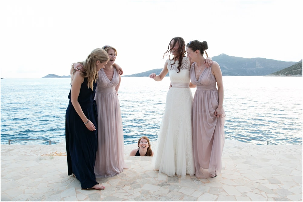 natural bridesmaids group shot