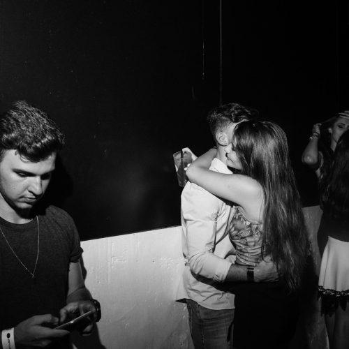 kissing photos clubbing